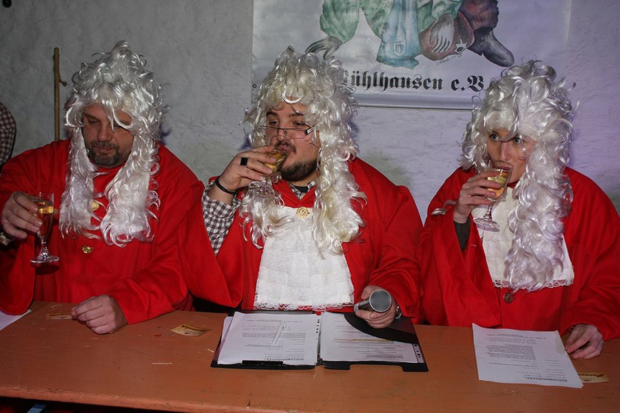 In Mühlhausen in the Göpelhaus, the baptism of ghosts and witches and the fools' court takes place every year on 5 January. The judges have to pronounce judgement on the infamous acts and misfortunes of individual members. If a member is sentenced, he or she must wear a special costume at a parade.